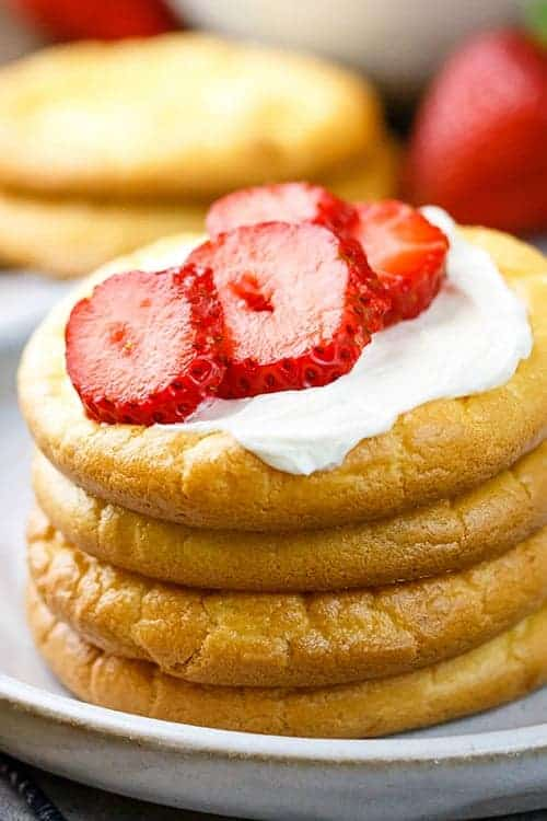 Cloud bread with whipped cream and strawberries